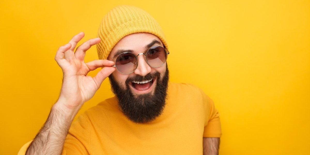 Jakie okulary przeciwsłoneczne uzupełnią rysy twarzy mężczyzn?