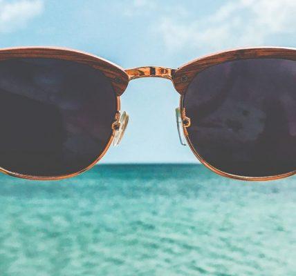 Dlaczego warto wybrać drewniane okulary przeciwsłoneczne?